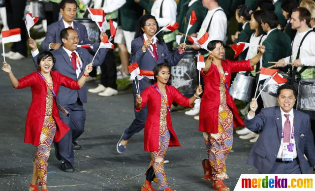 Indonesia_at-the_Olympics_opening_ceremony