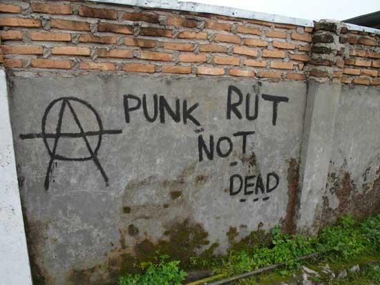 Illiterate graffiti: Punk Rut not dead.