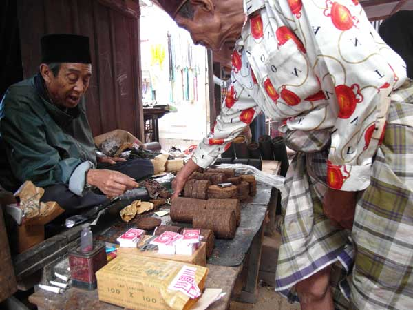 Hand-rolled tobacco for sale in an Indonesian market